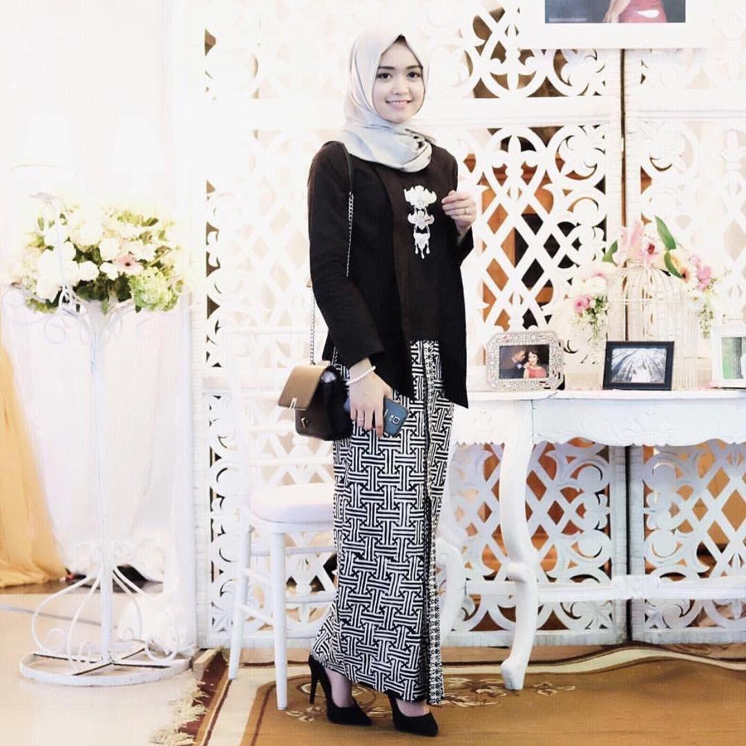 Kebaya kutu baru hijab dengan warna hitam