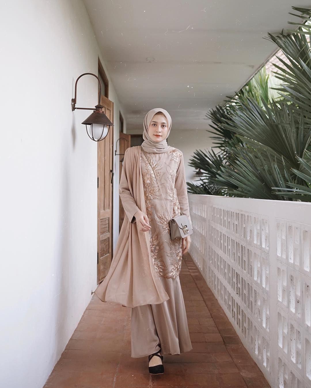 kebaya wisuda modern hijab dengan dress kekinian