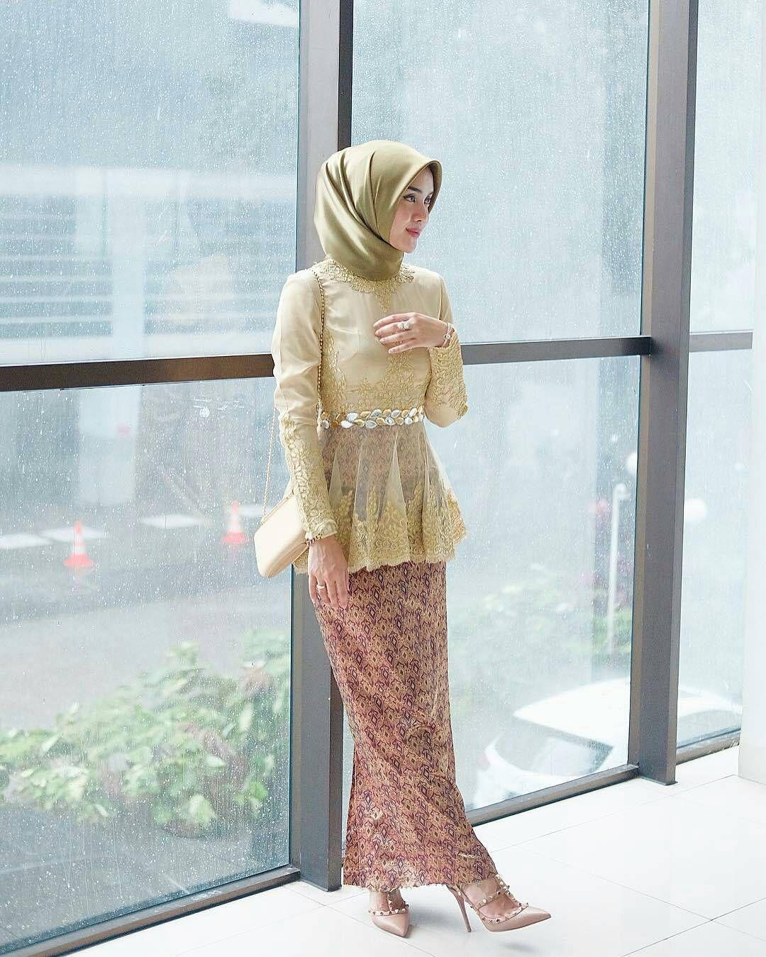 kebaya wisuda modern hijab dengan model peplum