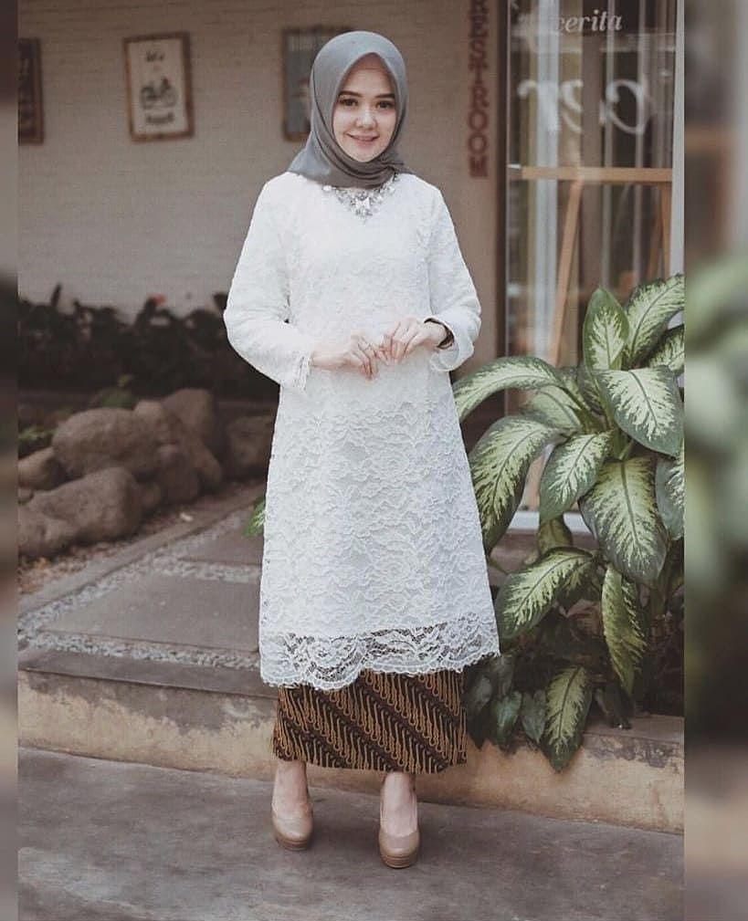 kebaya wisuda modern hijab dengan tema putih