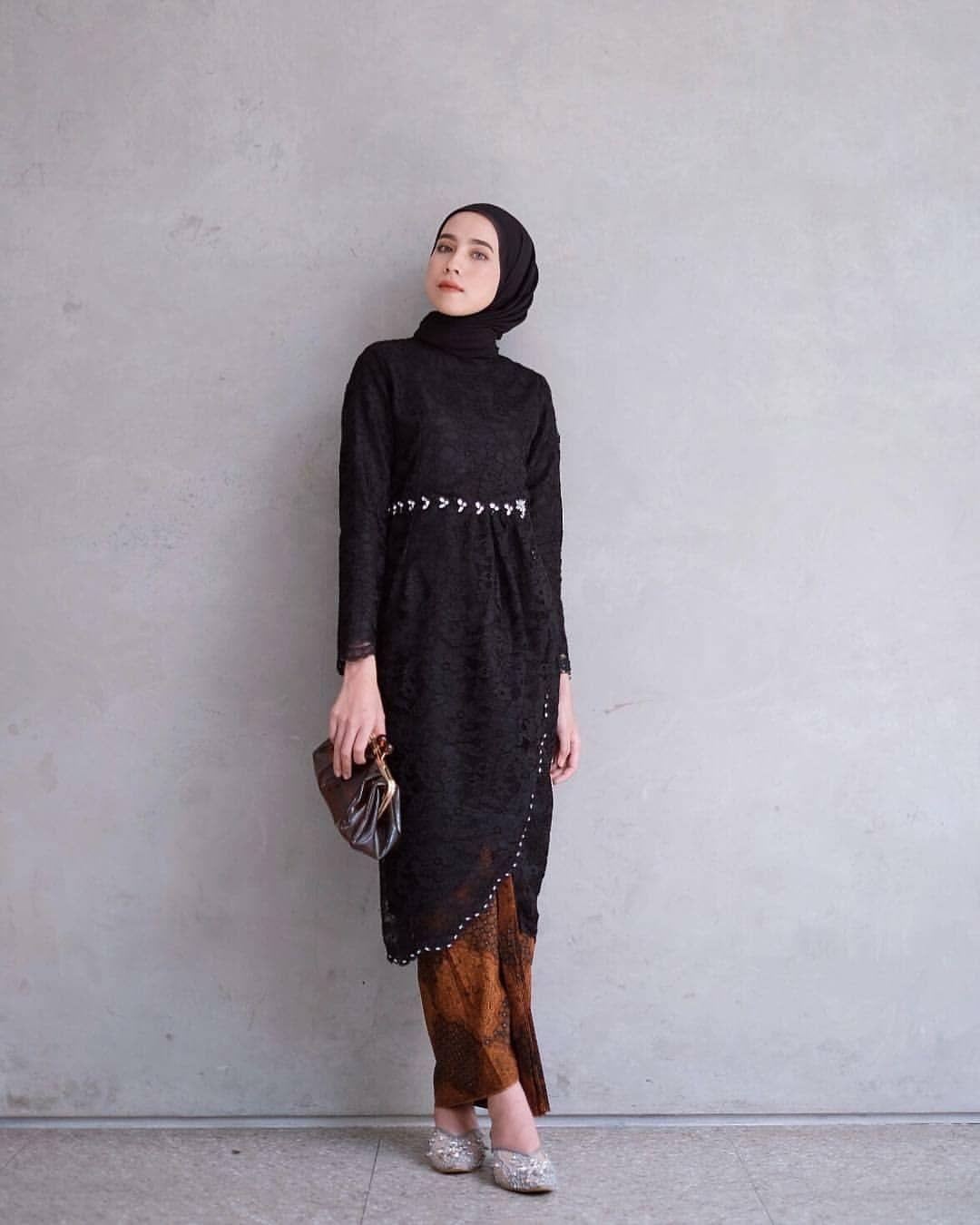 kebaya wisuda modern hijab warna hitam