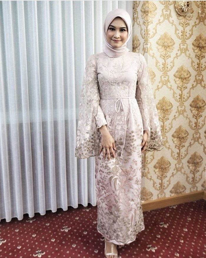 Model bride dress elegant