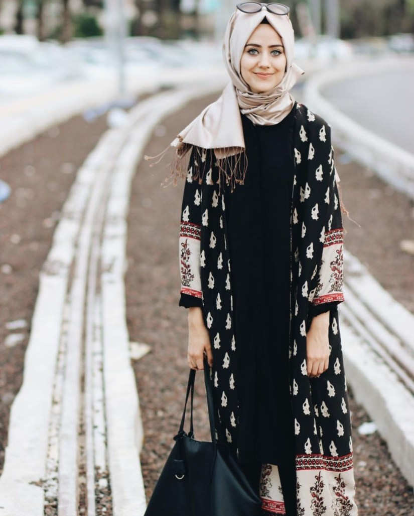 Style baju hijab simple dengan long outer