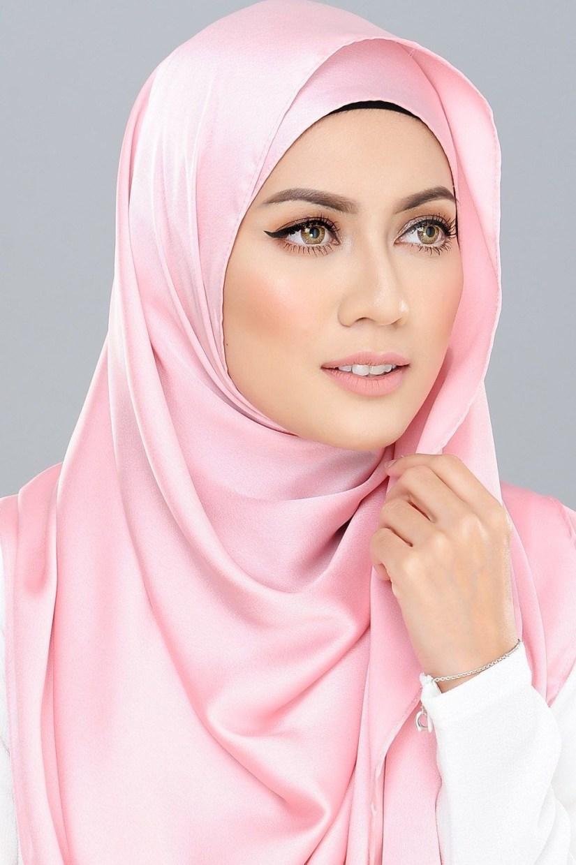 tutorial hijab pashmina satin untuk kulit putih