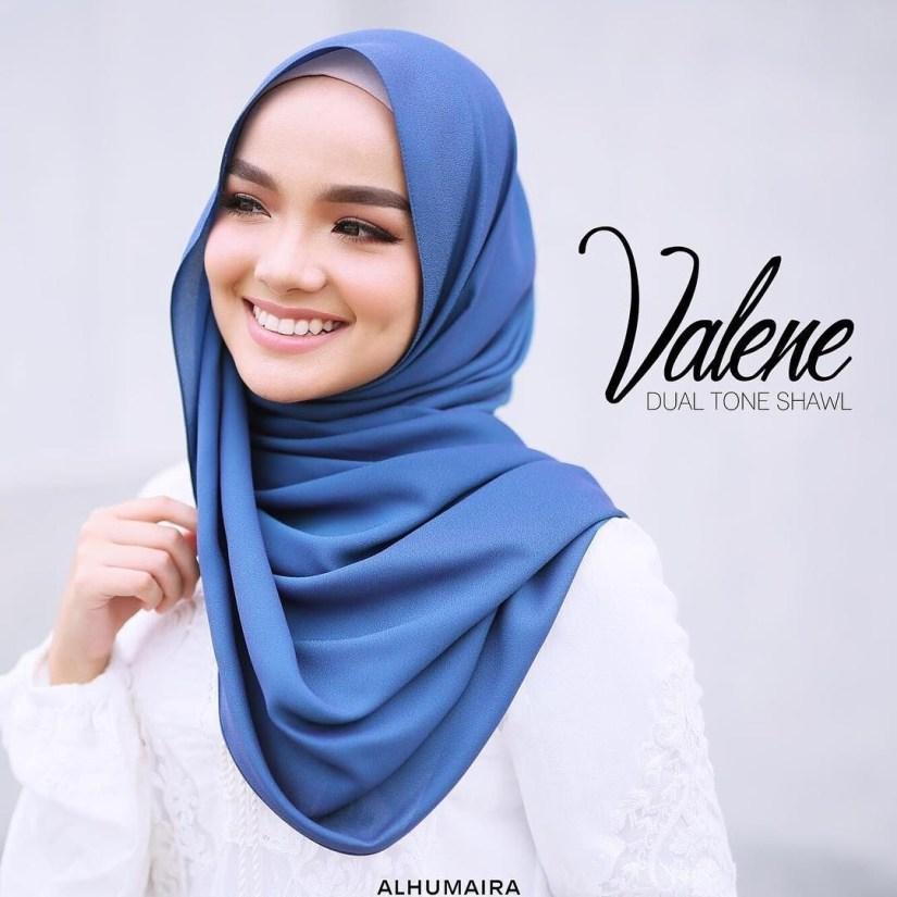 tutorial hijab pashmina satin untuk yang berdahi lebar