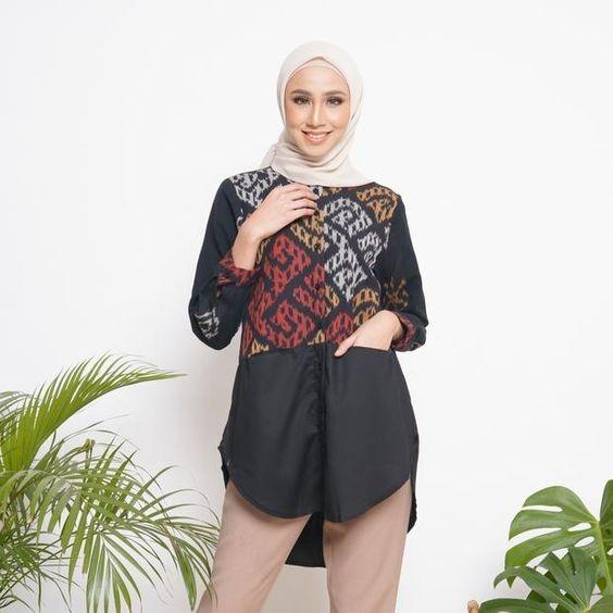 5 model blouse batik kombinasi kain polos tetap santai