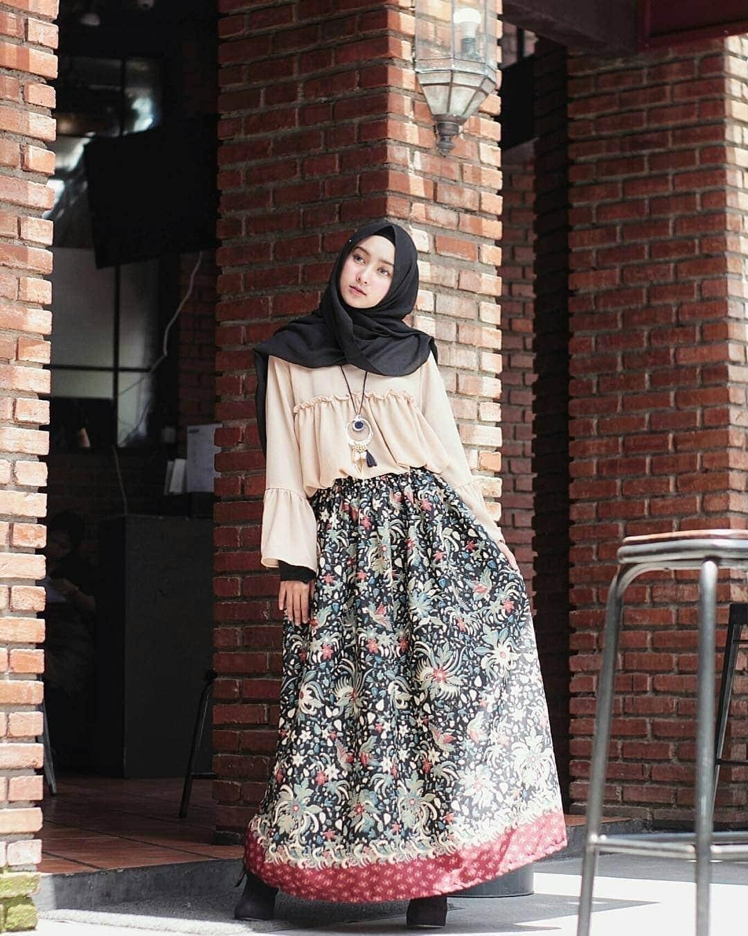 73 foto gamis brokat kombinasi batik modern cocok untuk