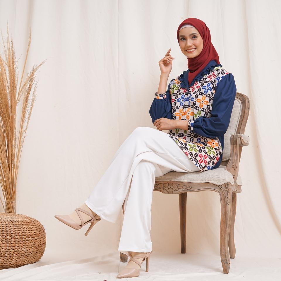 blus vena batik navy butiknayyaraid