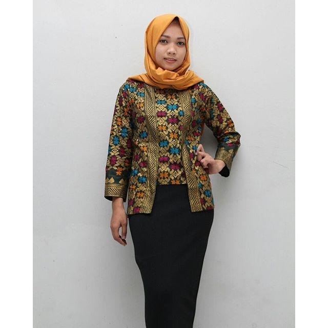 cek 7 inspirasi model baju kerja wanita muslimah ini biar