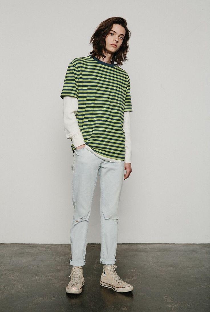 double layer t shirt dengan gambar model pakaian pria