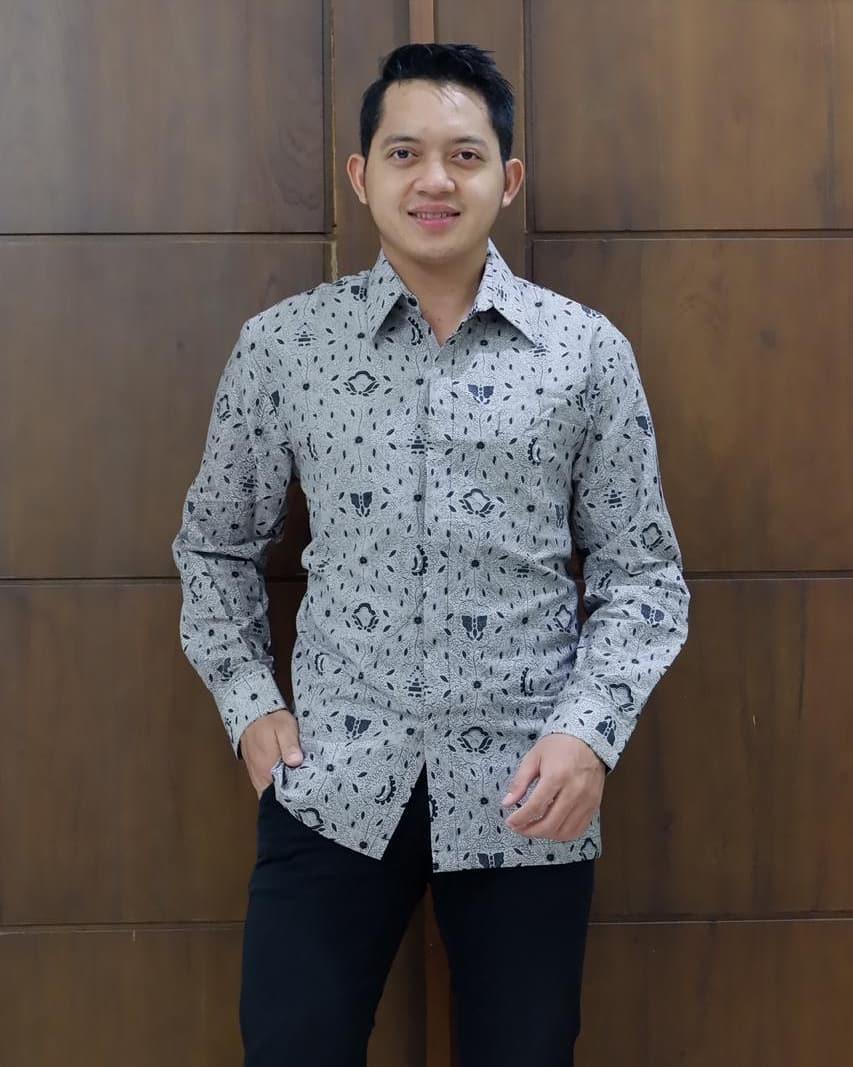 model baju batik pria kombinasi polos 1
