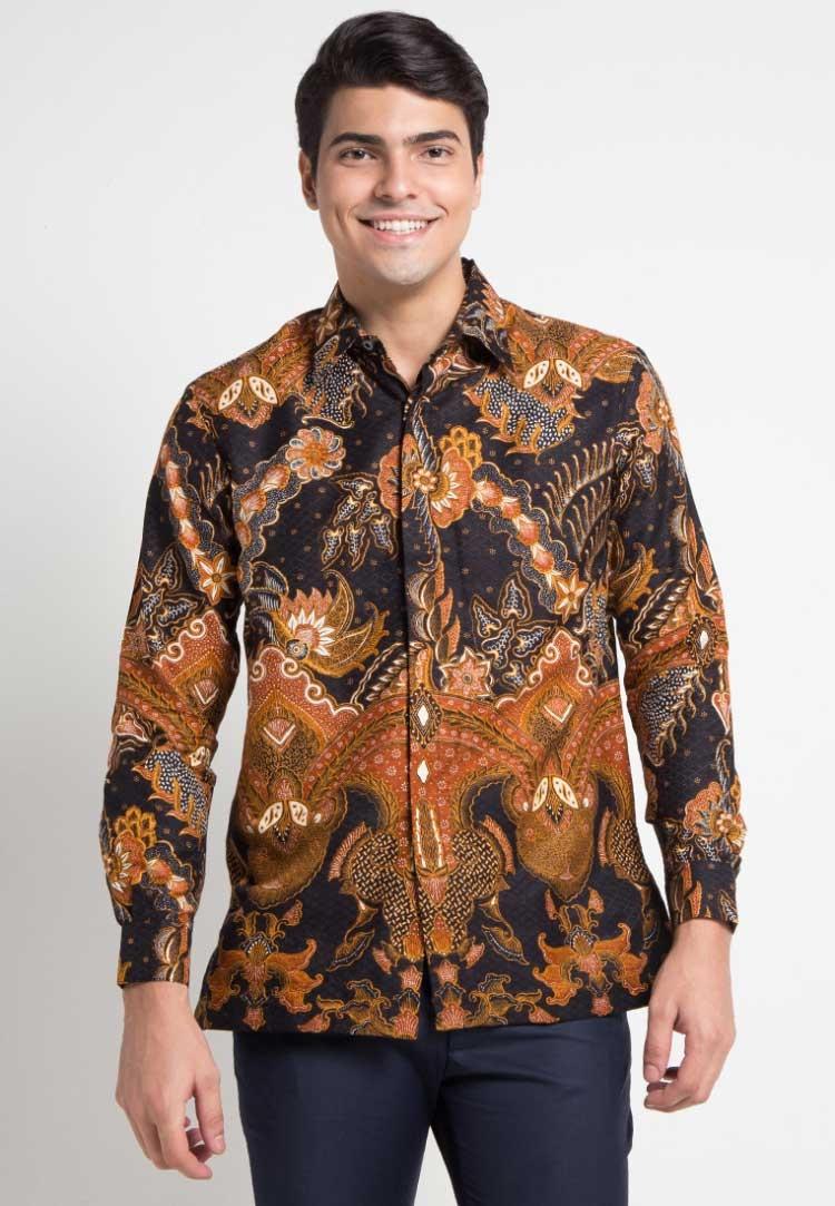 ragam model baju batik pria untuk acara wisuda paling