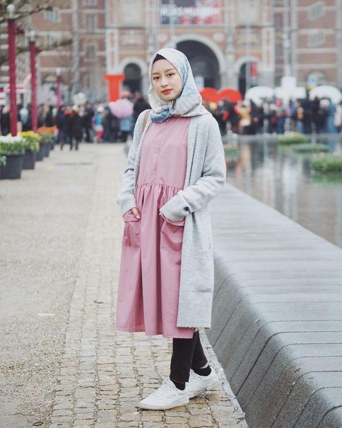5 ootd hijab simpel ala gita savitri dengan hijab motif