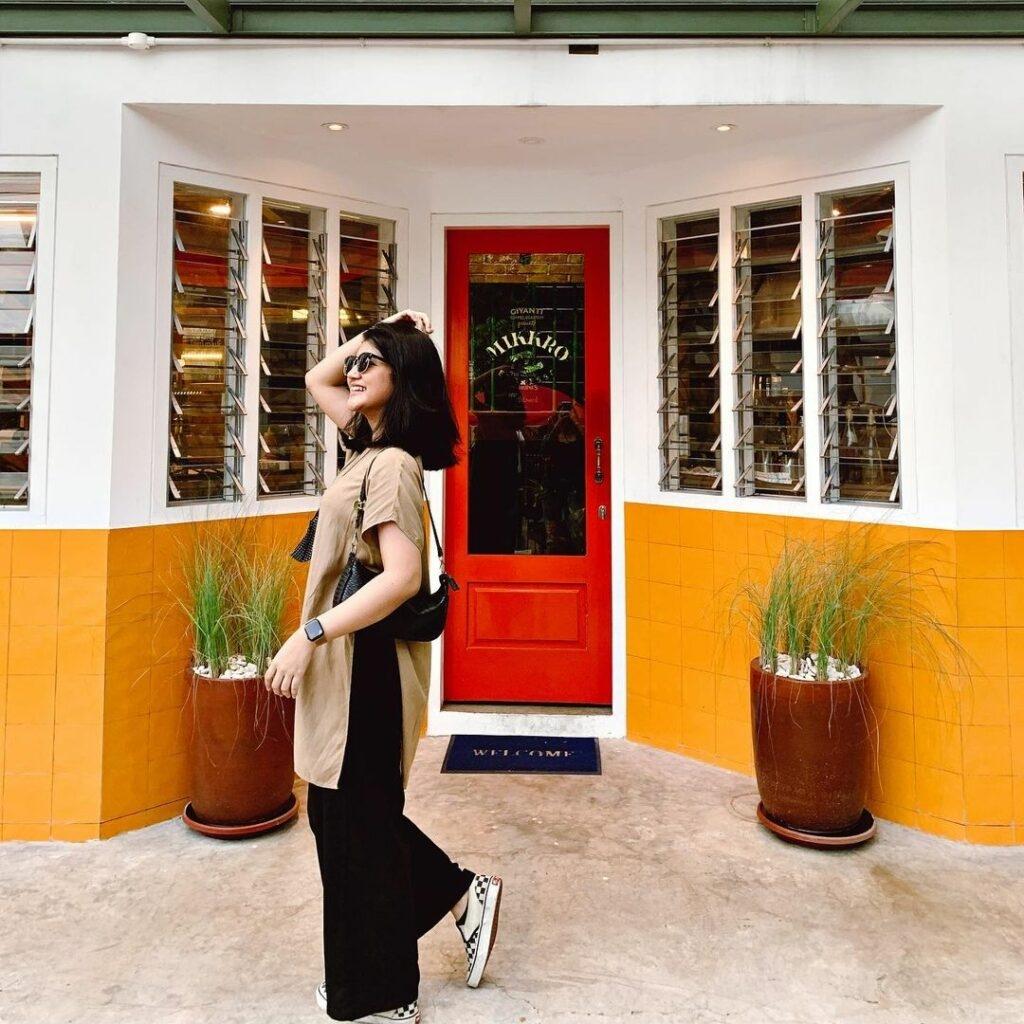 cafe estetik di jakarta tempat nongkrong dan spot foto