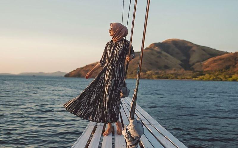gaya foto wanita hijab di pantai gaya foto
