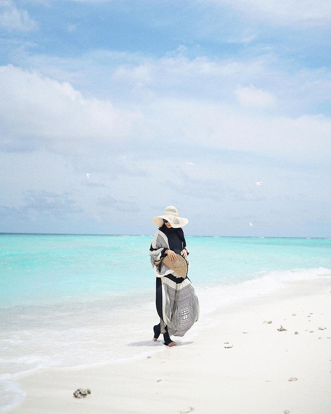 ootd ke pantai ala hijabers jilbab gucci