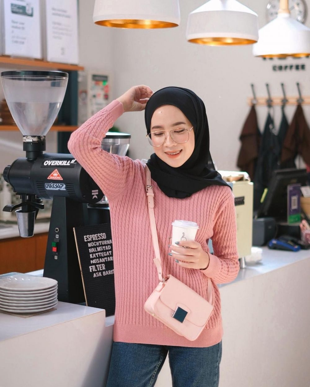 stylish 9 ide padu padan sweater rajut untuk hijabers ala