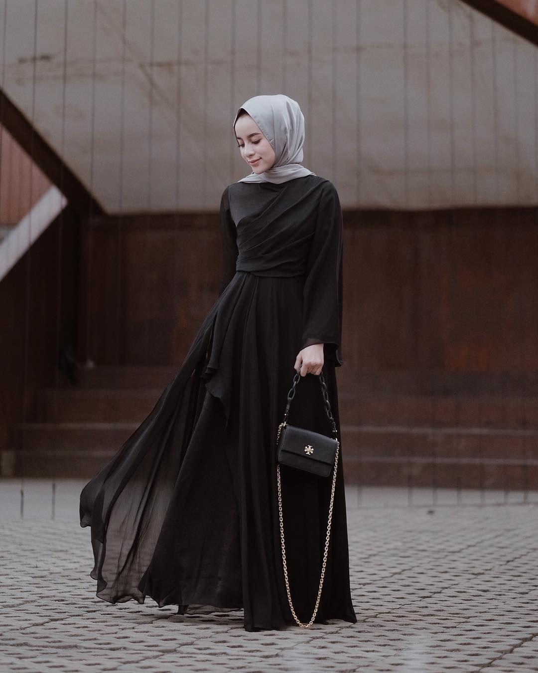 8 inspirasi bridesmaid dress dengan hijab simple nan anggun