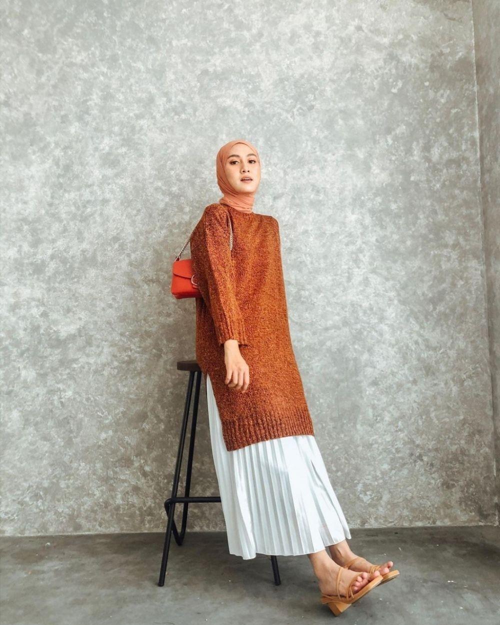 9 inspirasi padu padan tunik dan rok ala selebgram hijab