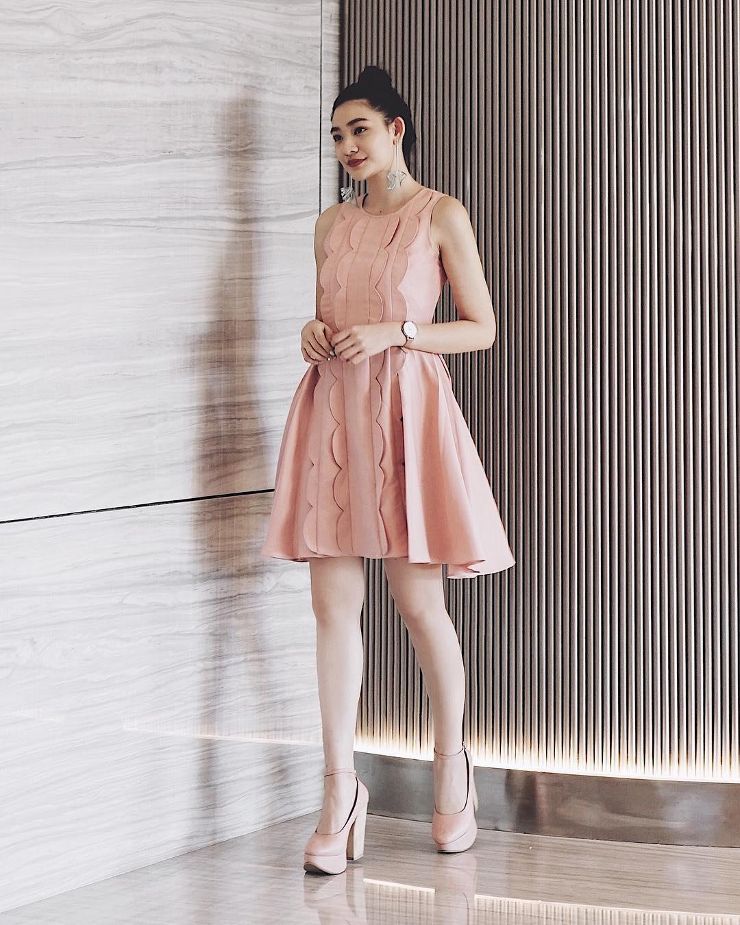 dress merah cocok dengan sepatu warna apa tips mencocokan