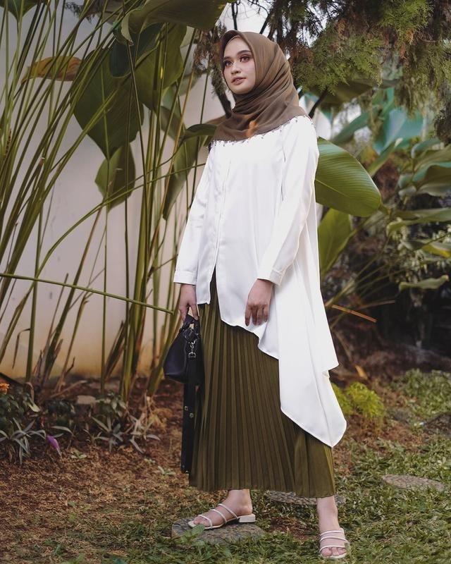 modis dan manis dengan rok plisket yang ngaku hijabers
