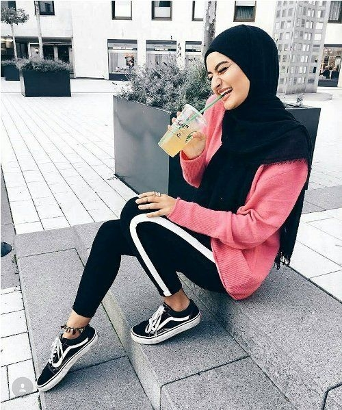 sporty pants with white line hijab outfits for the gym