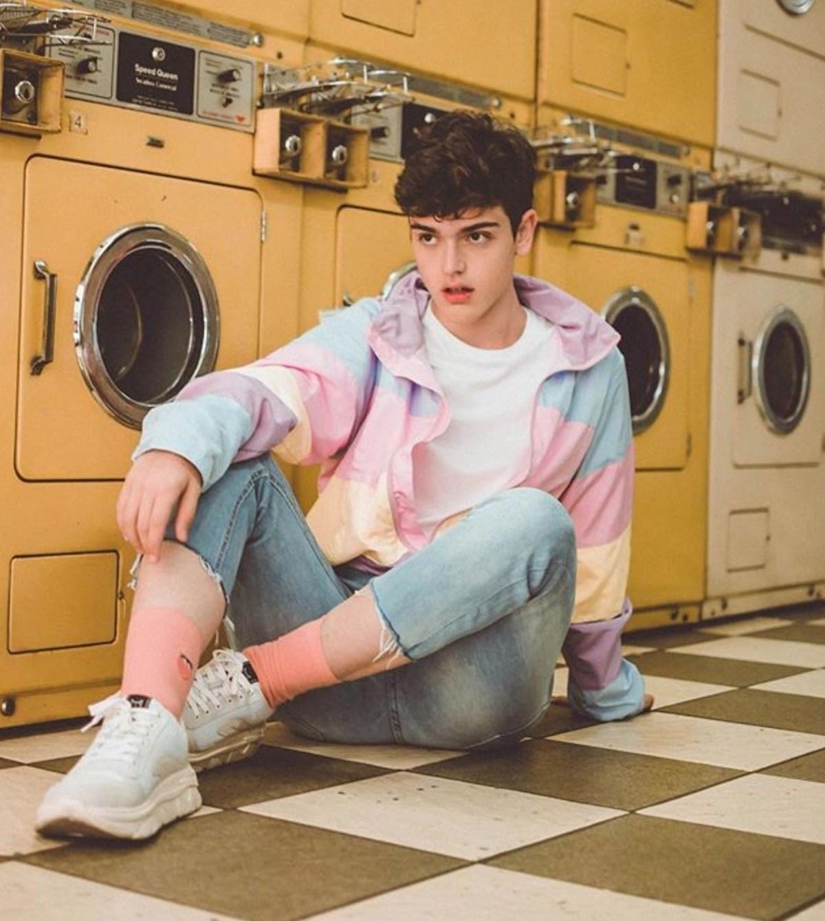 sugarrluck pose model pakaian pria model pria
