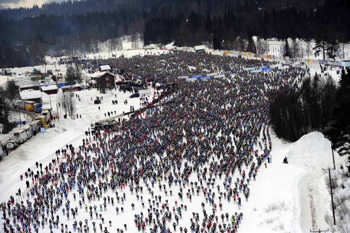 Starten er gået til Vasaløbet og de over 15.000 deltagere er på vej ud på den 90 kilometer lange rejse.