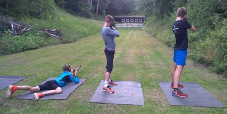 Der kan trænes skiskydning i Danmark hele året.