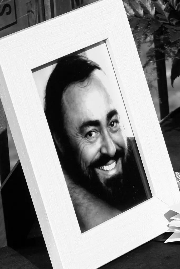 Luciano Pavarotti. Brevi biografie.