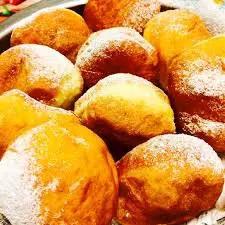 Le frittelle che si mangiano in alcune parti d'Italia il 6 e l'8 dicembre.