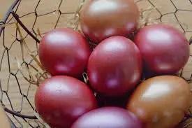 La pasqua nel mondo: le uova rosse, in Grecia.