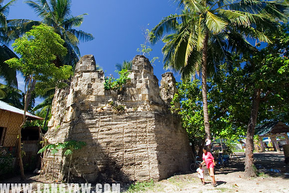 A crumbling baluarte at the corner of a once fortified settlement in Oslob, Cebu. The current state is so poor with overgrown vegetation further weakening the stones.