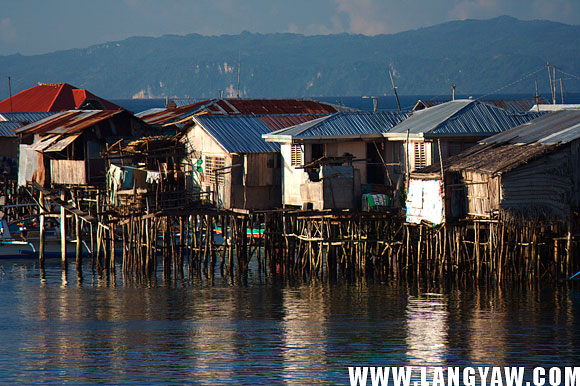 Like in many other cities in the country, these stilt houses rising from the sea can be seen near the pier.