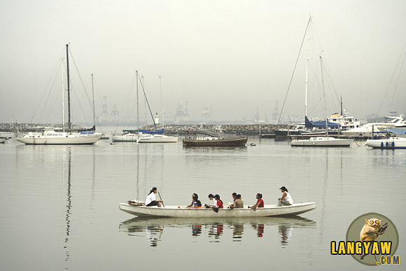 Female dragon boat athletes practicing in Manila Bay