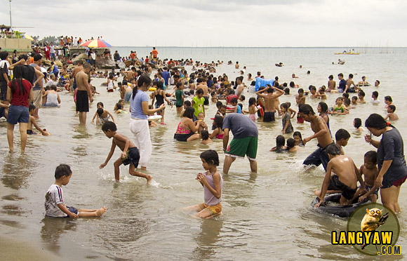 Easter Sunday, time to hit the beach in Talisay City