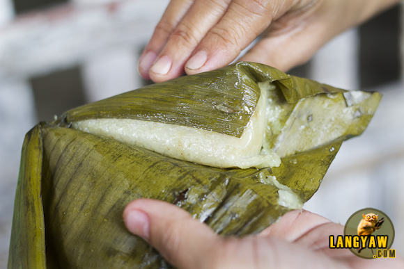 I've always loved native rice cakes or kakanin. Here, one is opened so that I can taste it. It's being sold at P5 per piece.
