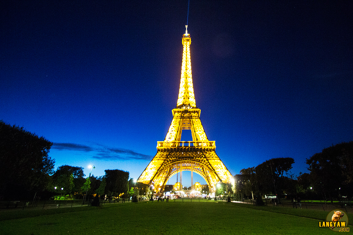 The beautiful Eiffel Tower at dusk