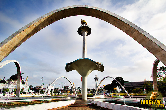 Fountain at the center of Alor Setar commemorates the Golden Jubilee of the reign of His Royal Highness Tuanku Sultan Abdul Halim Mu'adzam Shah is 1983