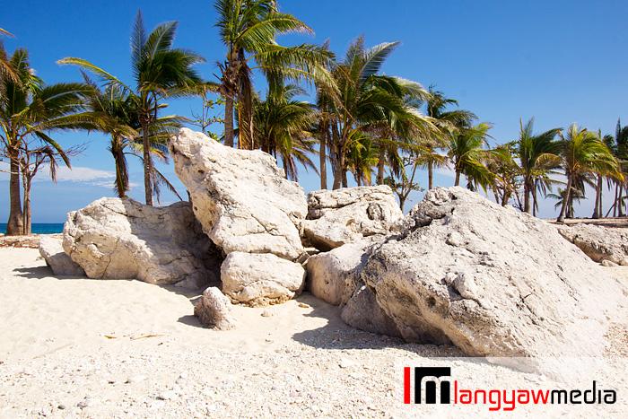 Huge rocks naturally piled at the beach of Cabugao Dako