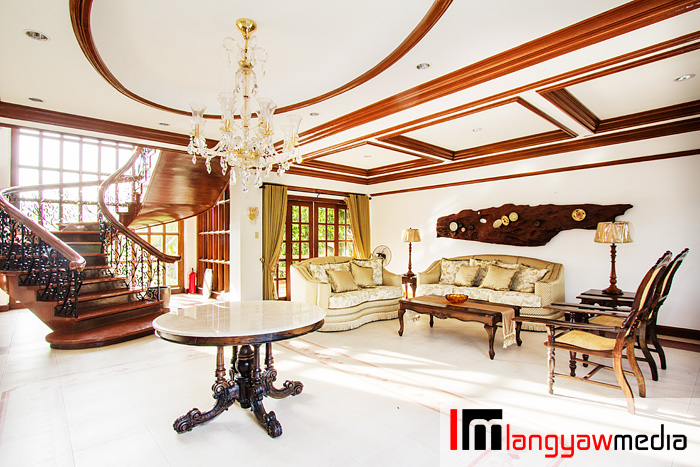 The spacious lobby of the mansion/main resort building
