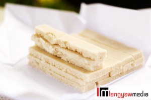 Sugar and ground nuts are the main ingredients of these delicious masareal bar