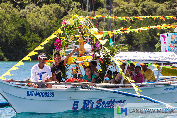 Participating boats festooned with festive banners and buntings