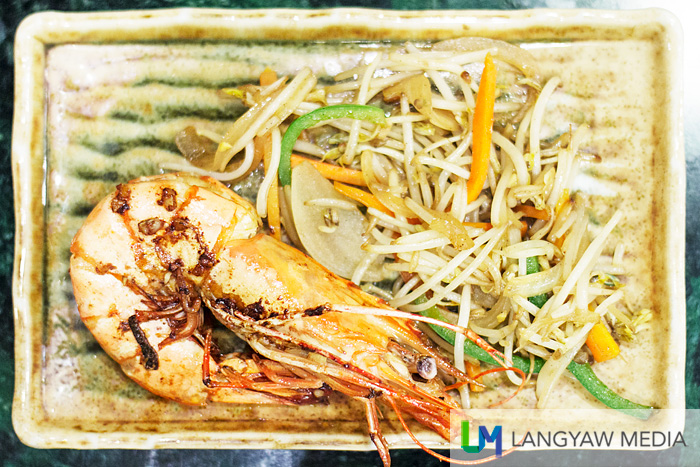 Jumbo prawns with vegetables in ginger sauce
