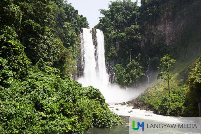 The thunderous cascade of waters of Maria Cristina Falls