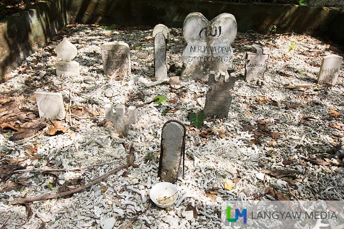 Modern non Badjao grave markers. Might be Tausug or Sama