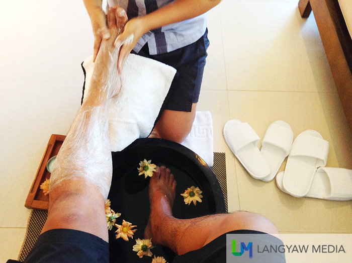 I just loved this one! Complementary foot bath for every arriving visitor! How cool is that?