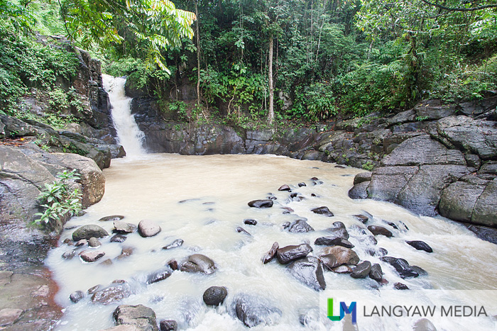 The smaller Ditoray Falls that is located opposite and less than a 100 meters from the bigger one