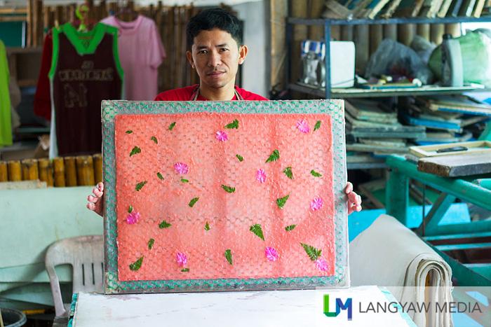 Hand made paper at Papierus