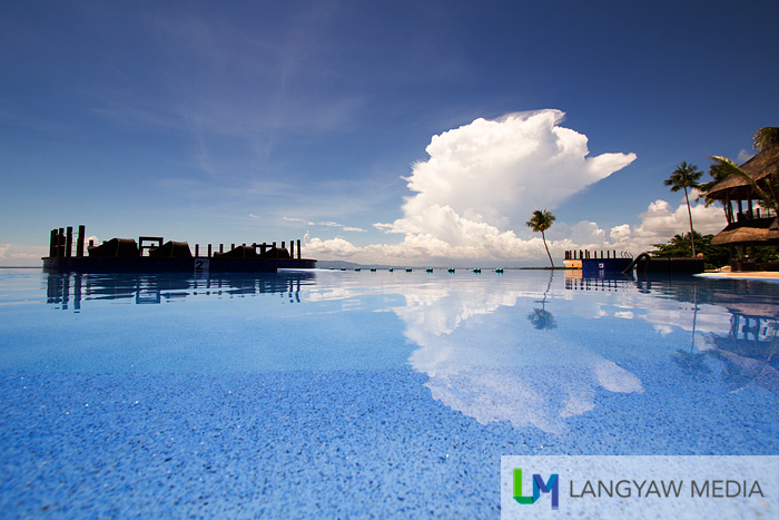 The sky reflected at the infinity pool